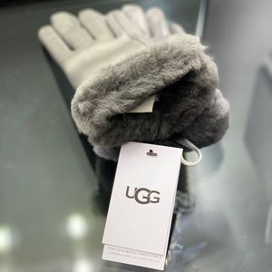 UGG Genuine Leather Shorty Tech Gloves in Charcoal